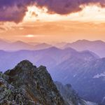 shutterstock_559129438personne_top_montagne